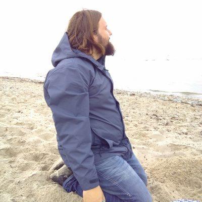 Christian blickt auf die Ostsee